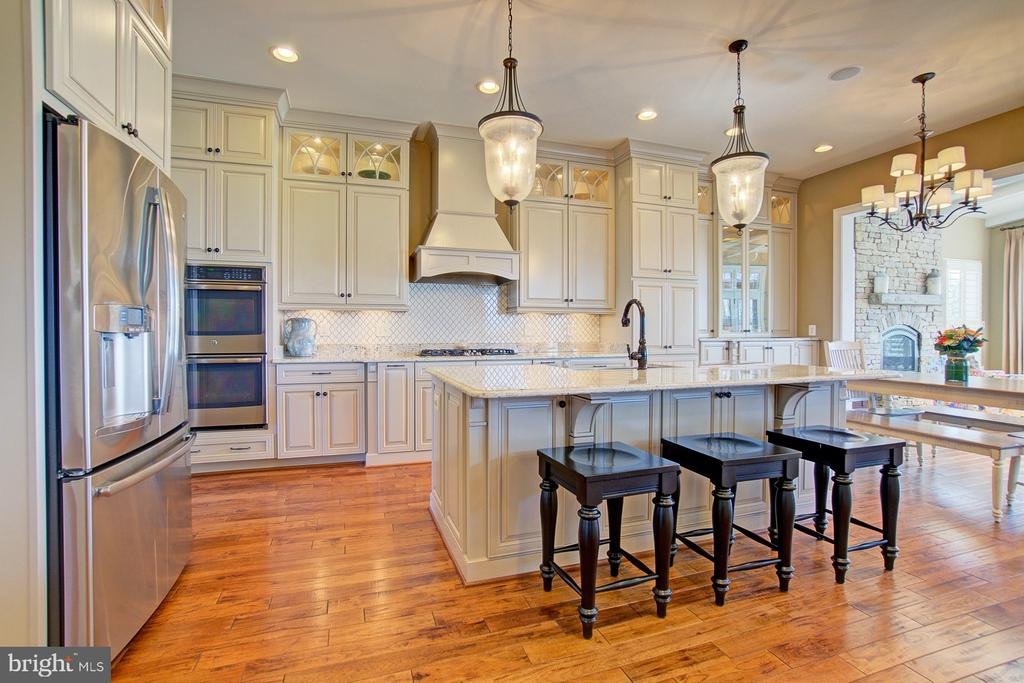 Custom kitchen perfect for household chef - 39561 CHARLES HENRY PL, WATERFORD