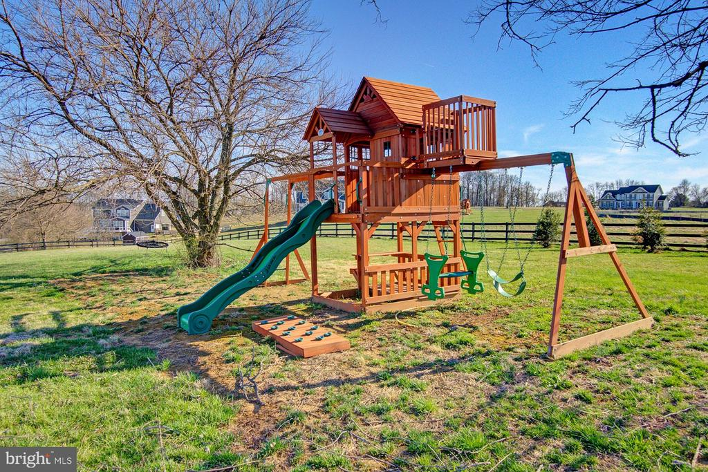Play set conveys - 39561 CHARLES HENRY PL, WATERFORD