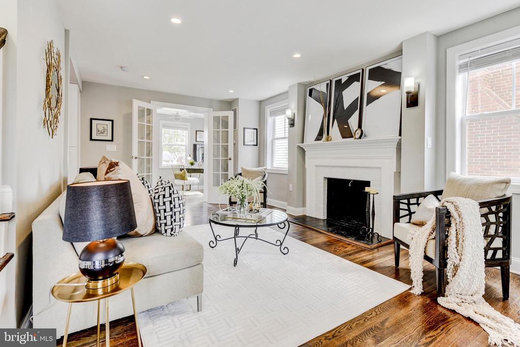 living room - 4419 19TH PL NE, WASHINGTON