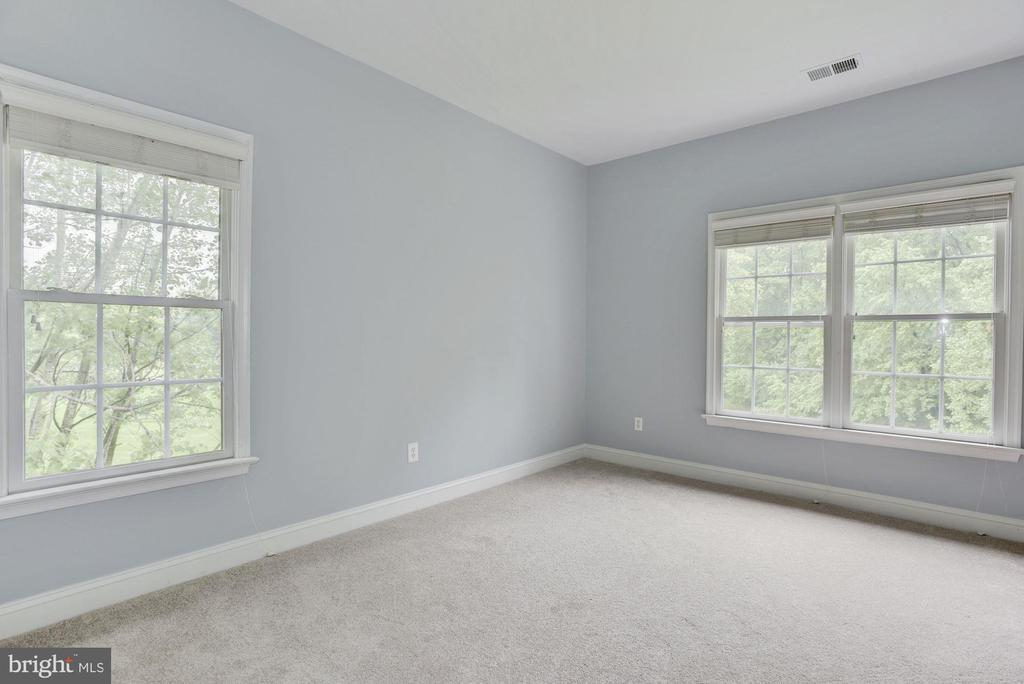 Upper level Bedroom w/view to lush back yard - 1211 RESTON AVE, HERNDON
