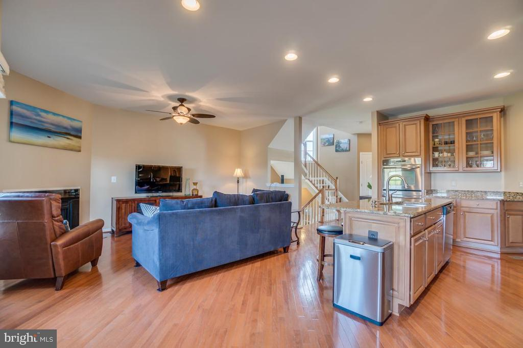 Kitchen & Family Room - 42442 GREAT HERON SQ, BRAMBLETON