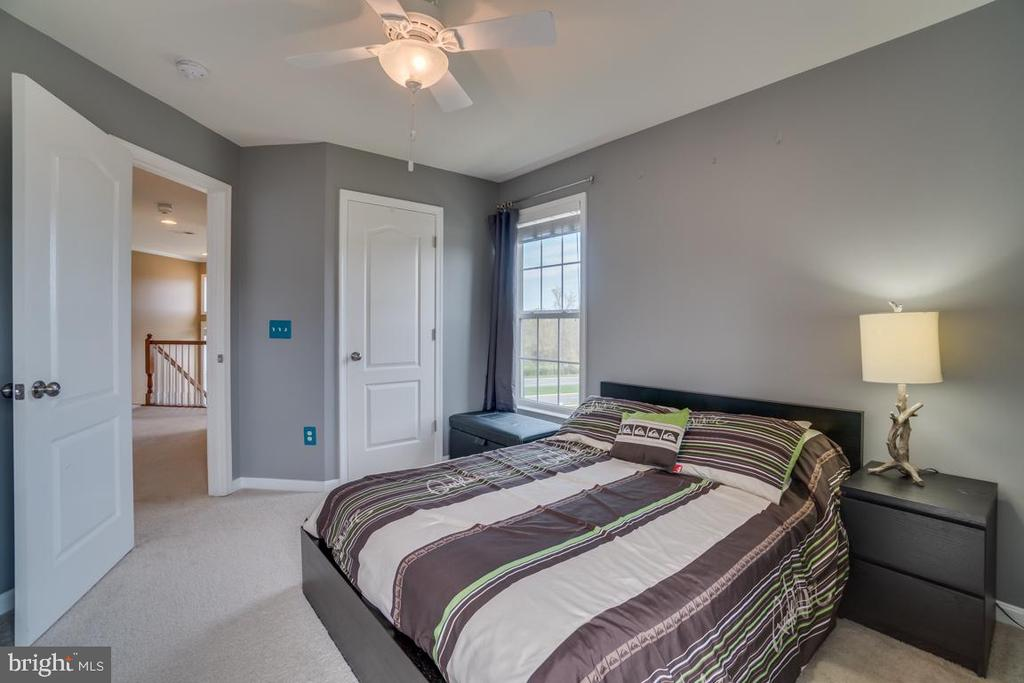 Second Bedroom with Walk-in Closet - 42442 GREAT HERON SQ, BRAMBLETON