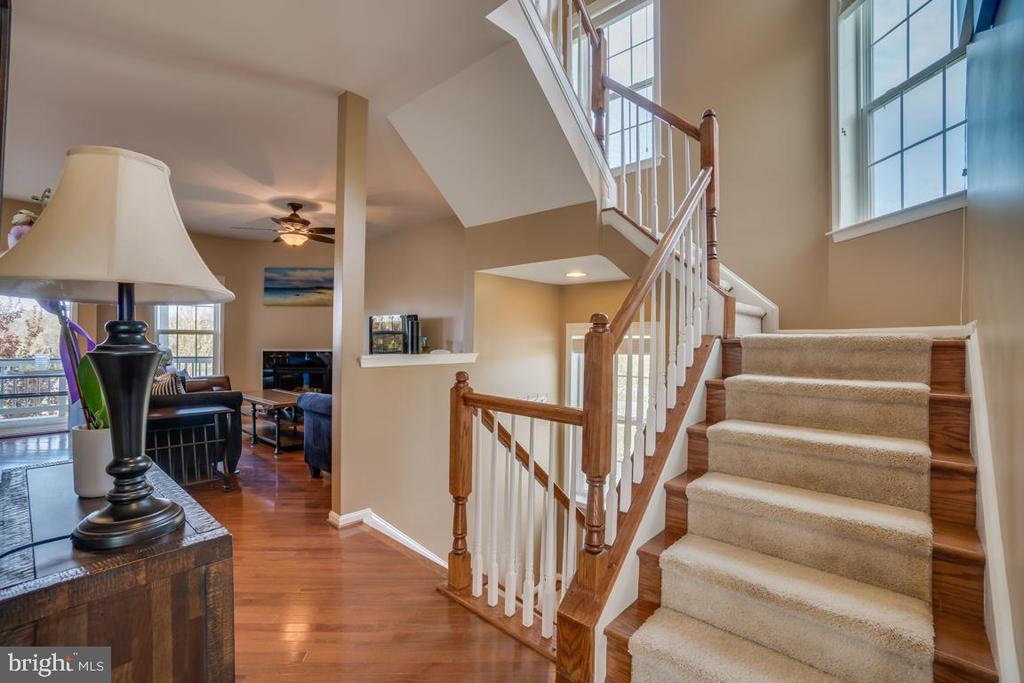 Stairs to third level - 42442 GREAT HERON SQ, BRAMBLETON