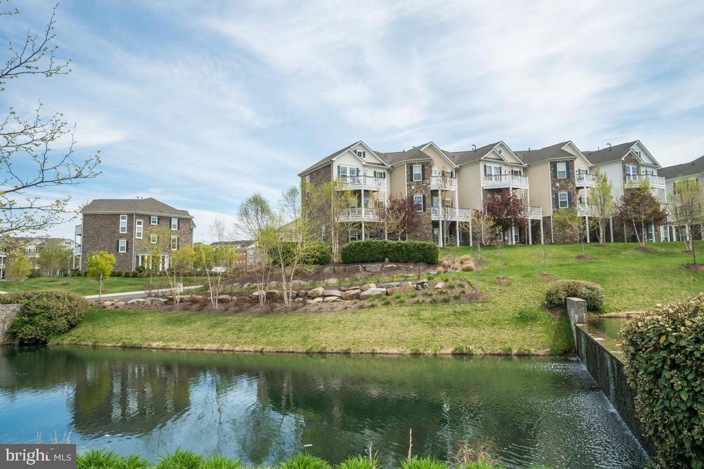 Landscaped Community with serene views - 42442 GREAT HERON SQ, BRAMBLETON