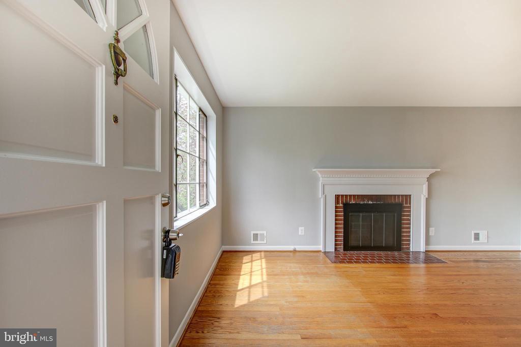 Living room - 3611 22ND ST N, ARLINGTON