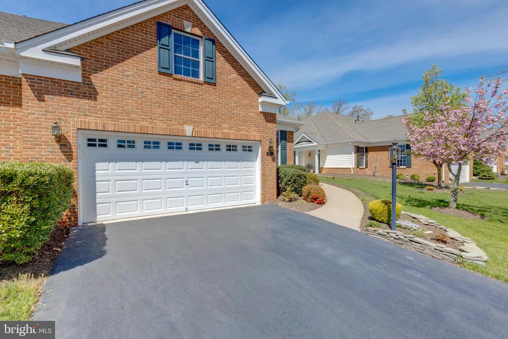 HOA Fee covers driveway maintenance :) - 5242 ARMOUR CT, HAYMARKET