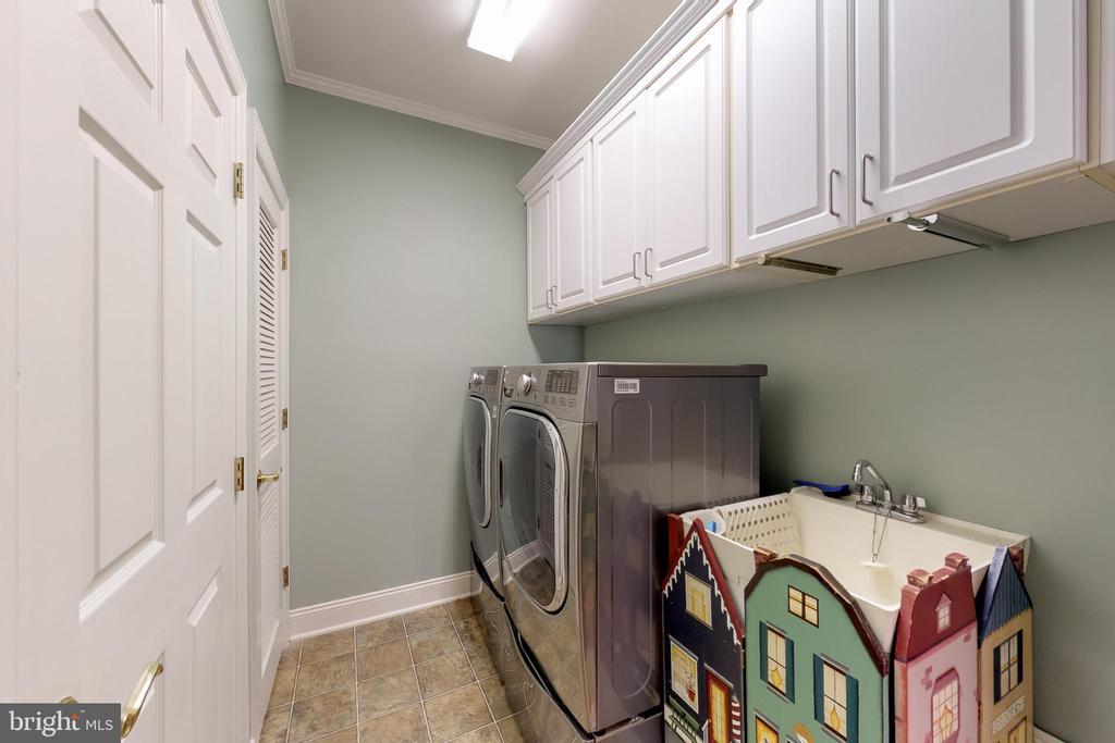 Main level laundry room - 5242 ARMOUR CT, HAYMARKET