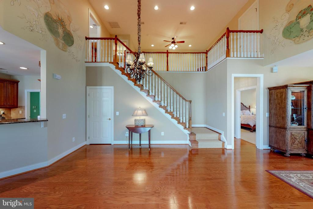 Vaulted ceiling opens to large 2nd story loft - 5242 ARMOUR CT, HAYMARKET