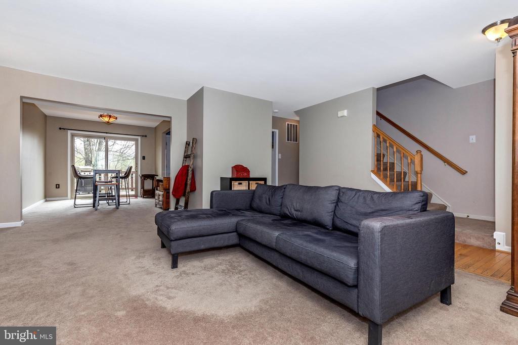 Living Room - 10917 OAKCREST CIR, NEW MARKET