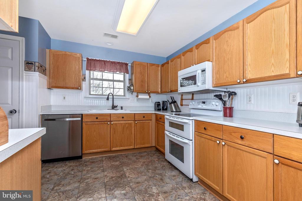 Kitchen - 10917 OAKCREST CIR, NEW MARKET