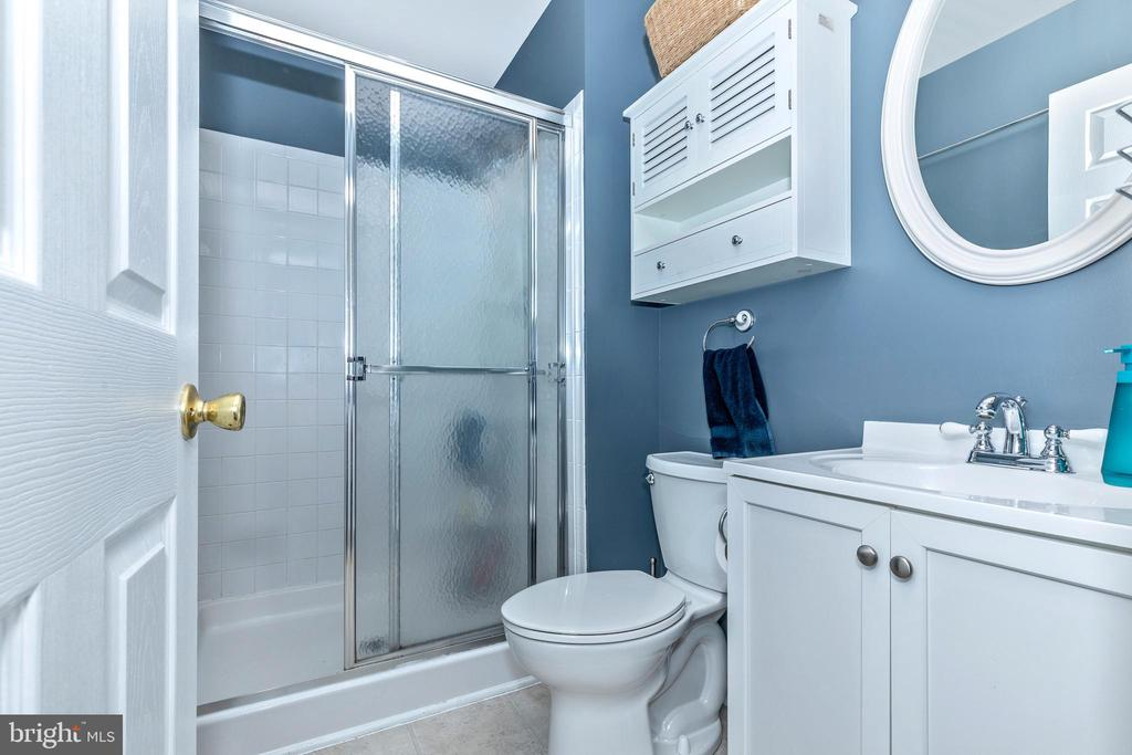 Master Bathroom - 10917 OAKCREST CIR, NEW MARKET