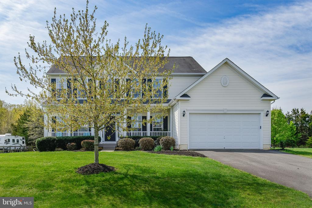 Suburban life in a country setting - 11384 FALLING CREEK DR, BEALETON