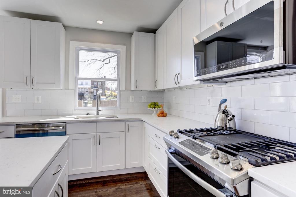 Kitchen - 1021 CRITTENDEN ST NE, WASHINGTON