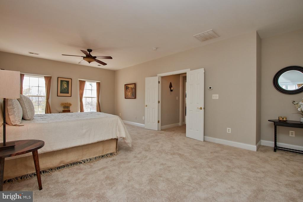 Freshly painted- absolutely Immaculate! - 9742 KINLOSS MEWS, BRISTOW