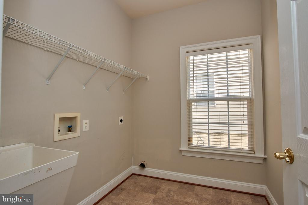 Laundry Room on main level - washer & dryer inc) - 9742 KINLOSS MEWS, BRISTOW