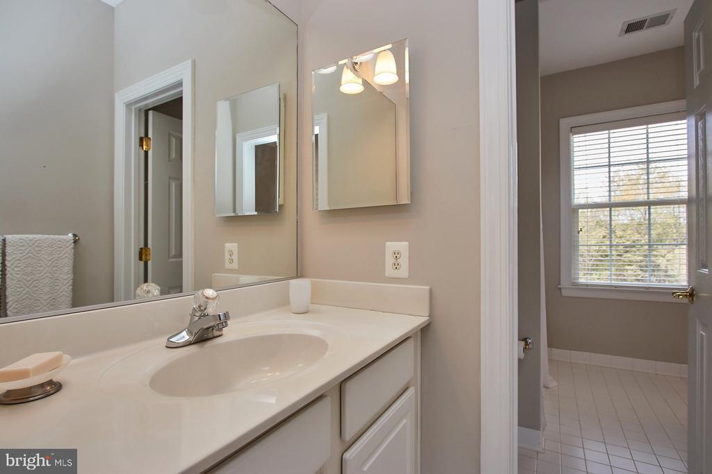Private bathroom - 9742 KINLOSS MEWS, BRISTOW