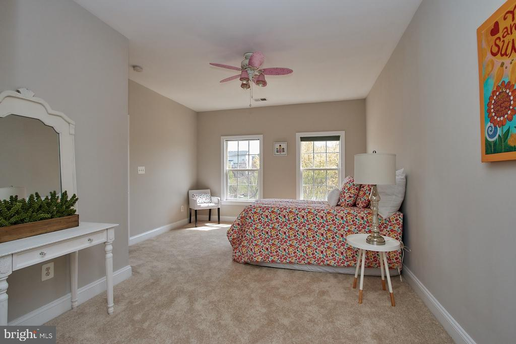 2nd Bedroom with private bath - 9742 KINLOSS MEWS, BRISTOW