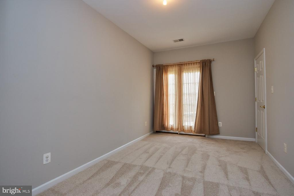 5th legal Bedroom with private entrance. - 9742 KINLOSS MEWS, BRISTOW