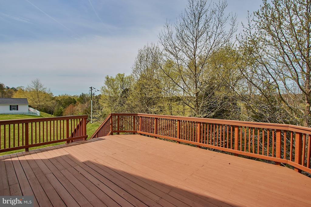Mature Trees provide privacy - 9742 KINLOSS MEWS, BRISTOW