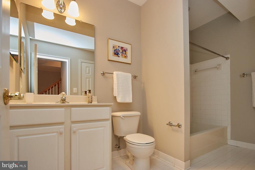 Lower Level Full Bath - 9742 KINLOSS MEWS, BRISTOW