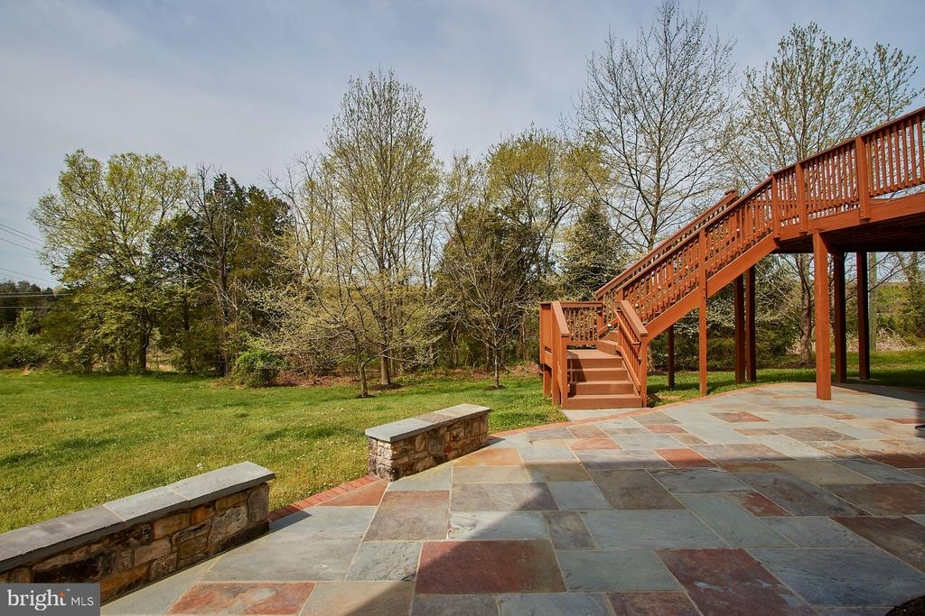 Serene and Private rear yard. - 9742 KINLOSS MEWS, BRISTOW