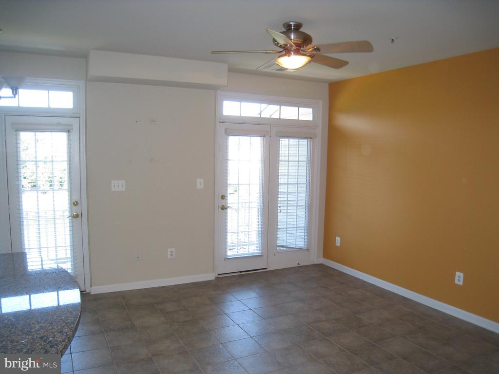 Large open kitchen with table space - 7148 LITTLE THAMES DR #190, GAINESVILLE