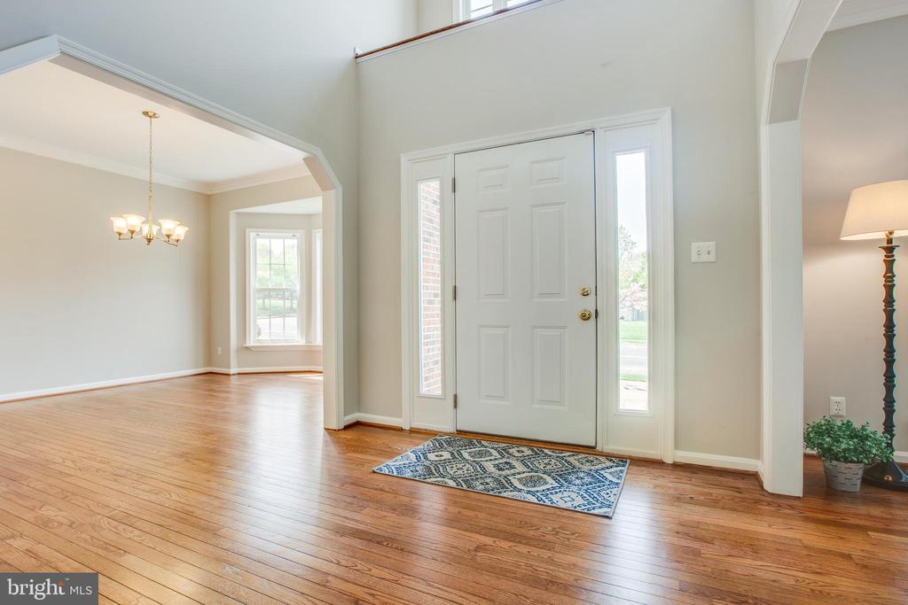 Beautiful hardwoods in the two-story foyer - 79 NORTHAMPTON BLVD, STAFFORD