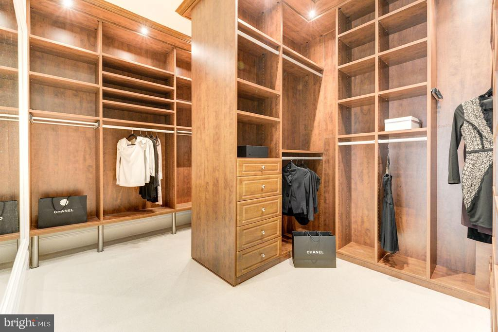 Upper Level - Master Walk-in Closet - 1315 31ST ST NW, WASHINGTON