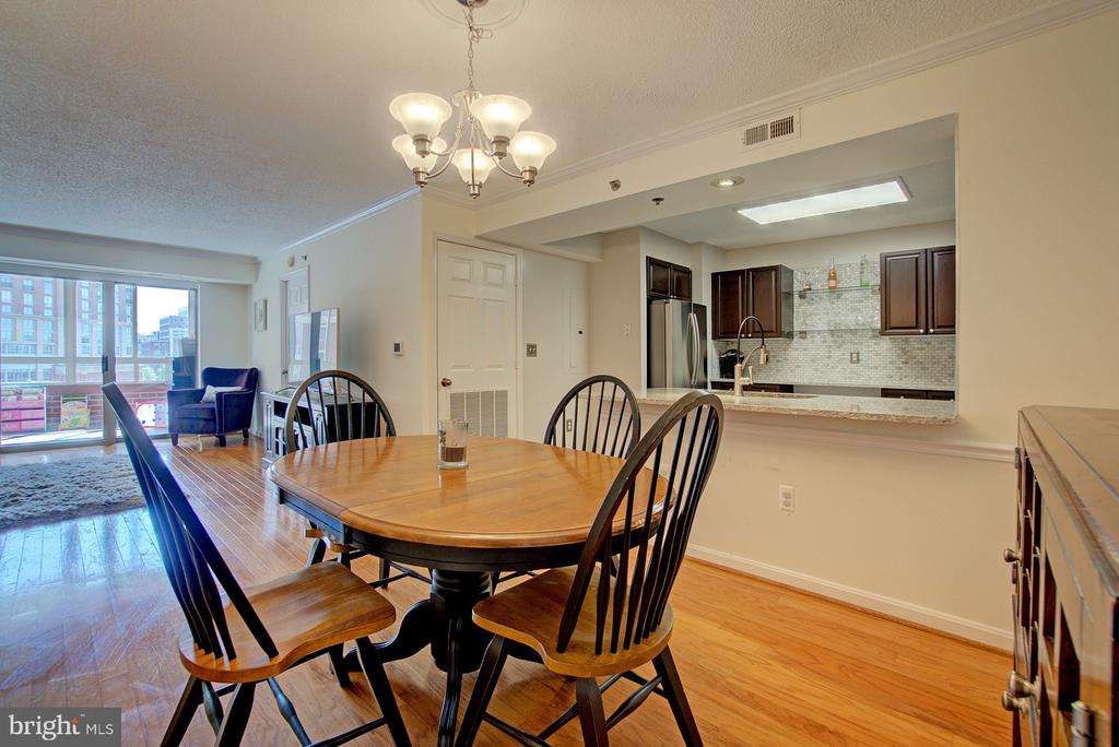 Place a large dining table here. - 2181 JAMIESON AVE #607, ALEXANDRIA