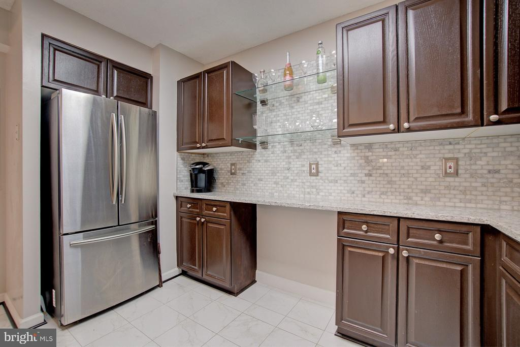 Space for a wine rack or kitchen desk space - 2181 JAMIESON AVE #607, ALEXANDRIA