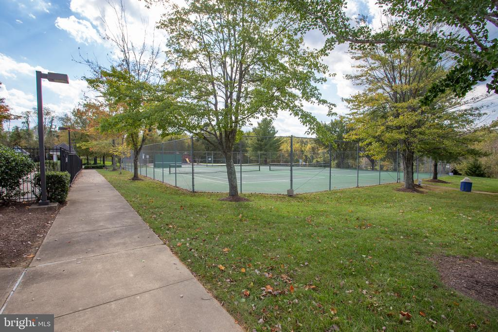 Walk across the street and play tennis! - 79 NORTHAMPTON BLVD, STAFFORD