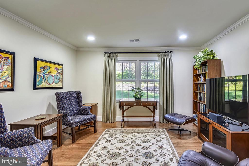 Den could be a 5th Bedroom. - 3140 TRENHOLM DR, OAKTON
