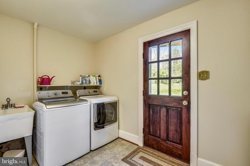 Laundry/Mudroom with Access toi Patio and Yard. - 3140 TRENHOLM DR, OAKTON