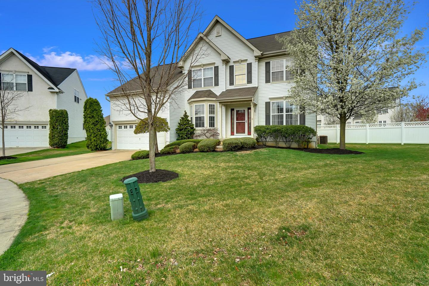 Maison unifamiliale pour l Vente à 16 GATESWOOD Bordentown, New Jersey 08505 États-Unis