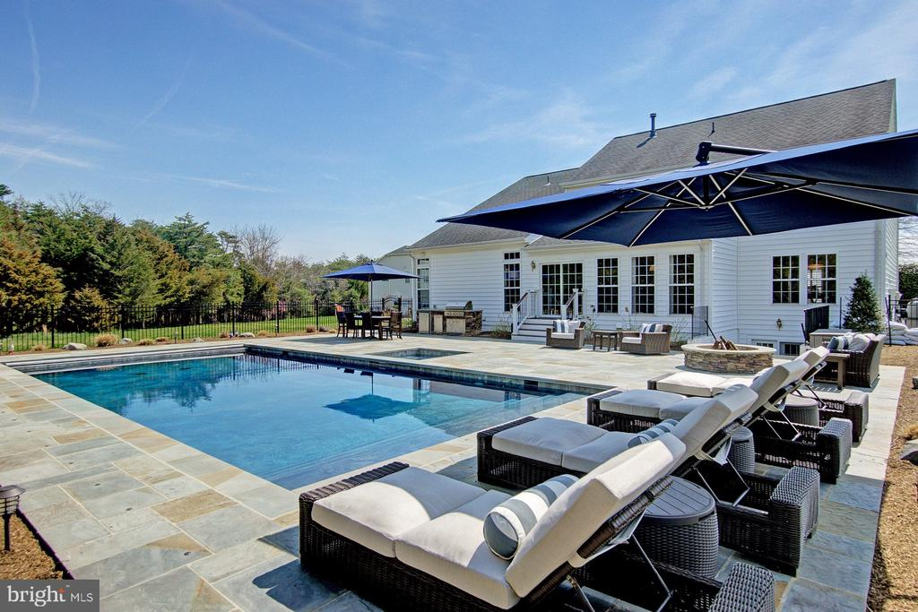 HEATED POOL WITH RETRACTABLE COVER - 42989 LAGO STELLA PL, ASHBURN