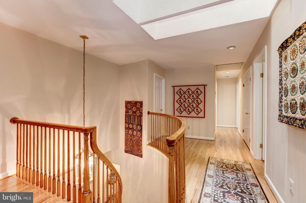 Upper Level Landing - 4901 ESSEX AVE, CHEVY CHASE