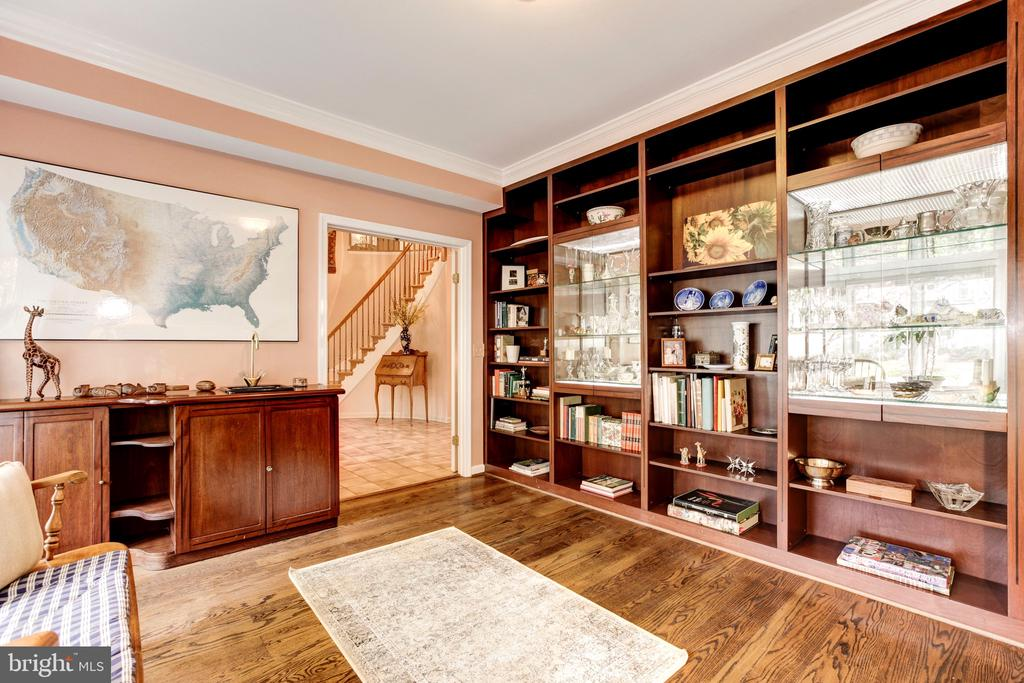 Library - 4901 ESSEX AVE, CHEVY CHASE