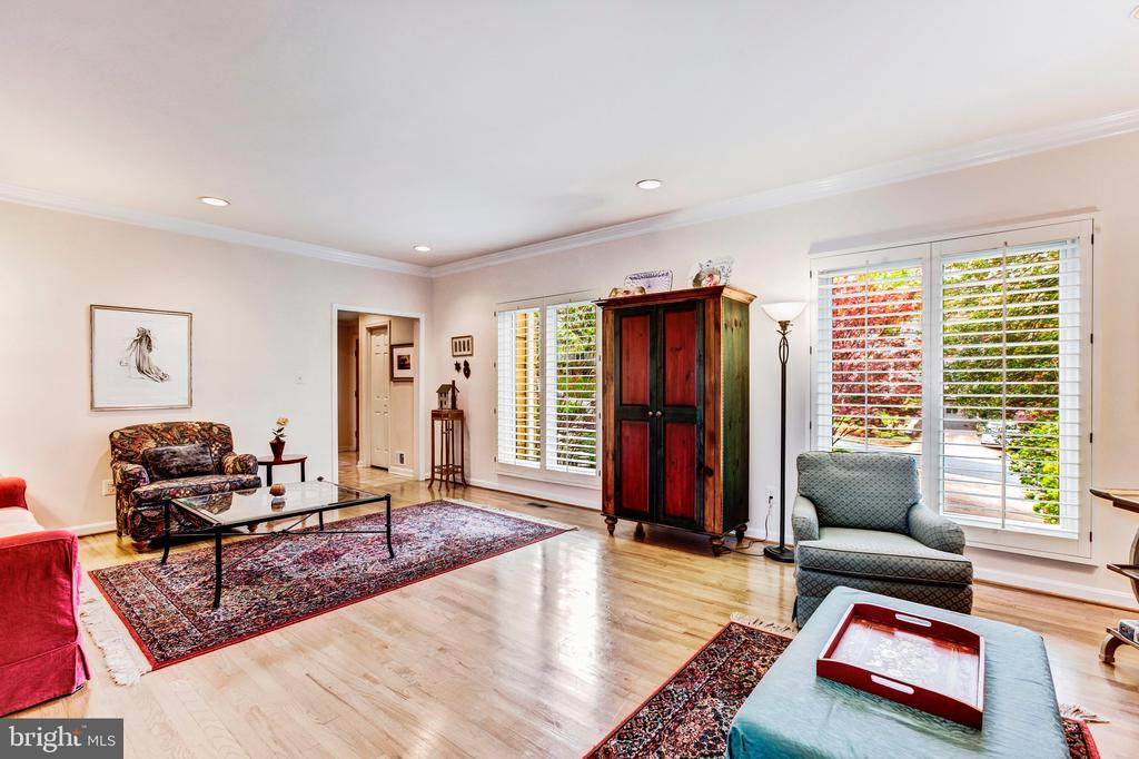 Living Room - 4901 ESSEX AVE, CHEVY CHASE