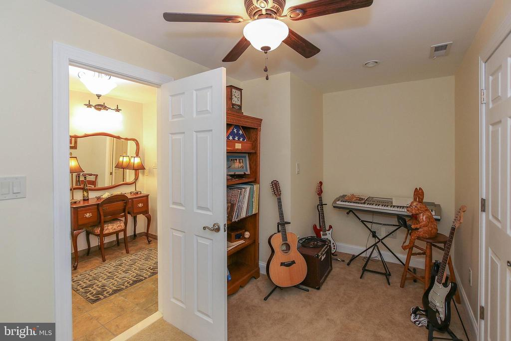 Cozy music/sewing/hobby room or extra storage - 800 CATTAIL RD, WINCHESTER