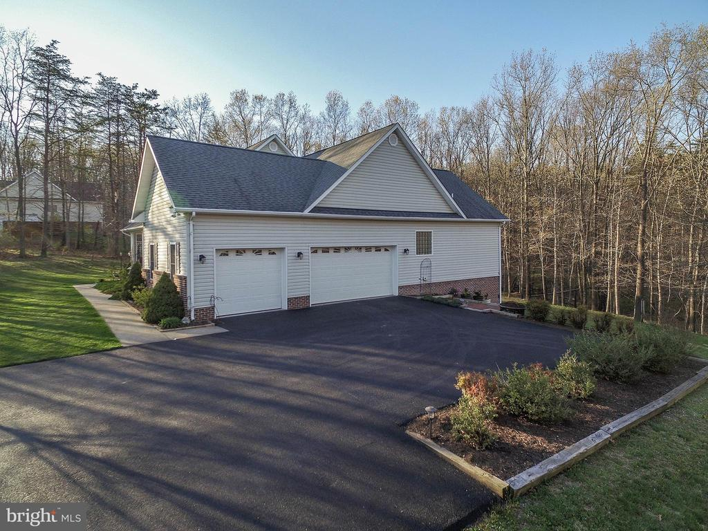 3 car side loading garage; newly sealed driveway - 800 CATTAIL RD, WINCHESTER