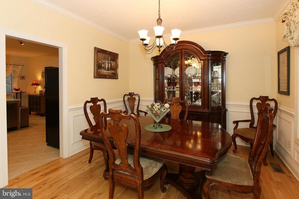 Lovely formal dining area - 800 CATTAIL RD, WINCHESTER