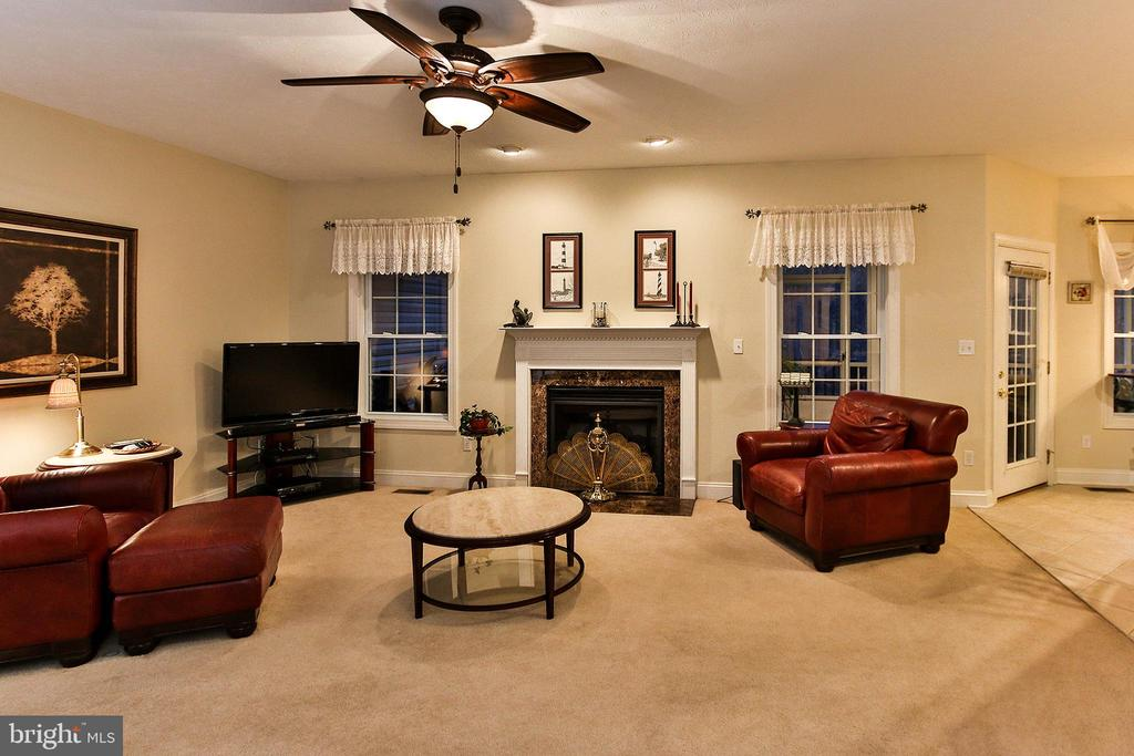 Spacious family room boasts a cozy gas fireplace - 800 CATTAIL RD, WINCHESTER