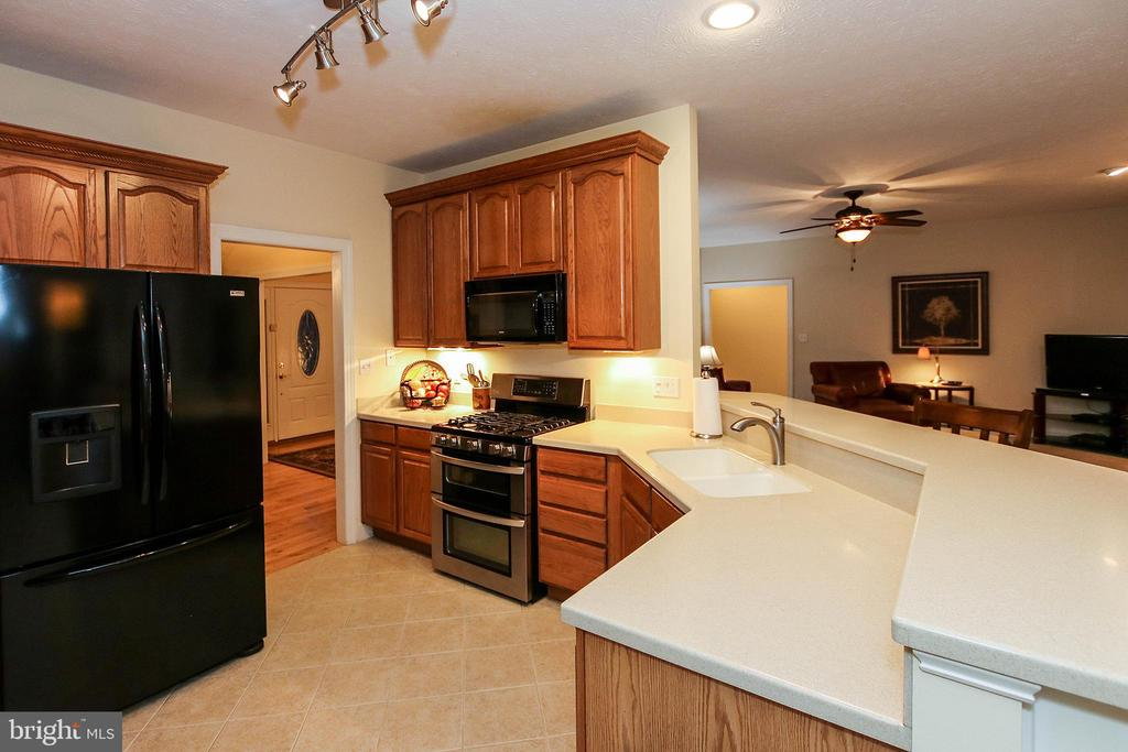 Corian counters, updated appliances - 800 CATTAIL RD, WINCHESTER