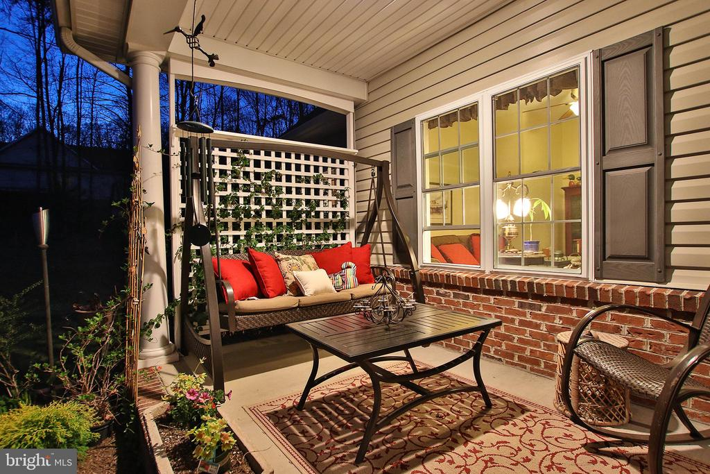 Enjoy gentle country evenings on your front porch - 800 CATTAIL RD, WINCHESTER