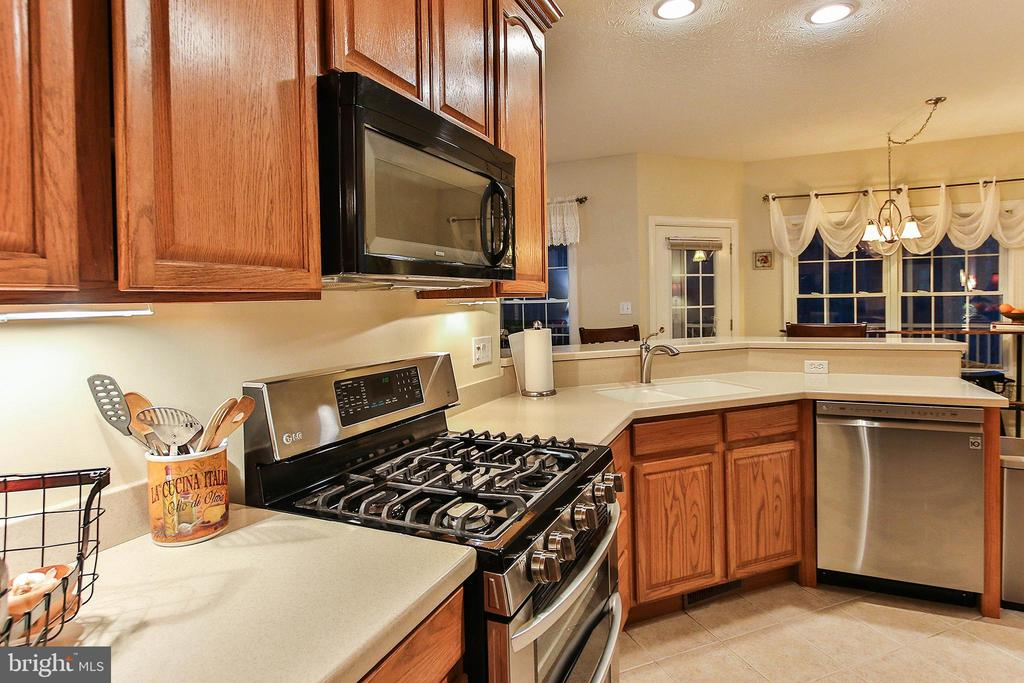 New stainless steel  gas range and dishwasher - 800 CATTAIL RD, WINCHESTER