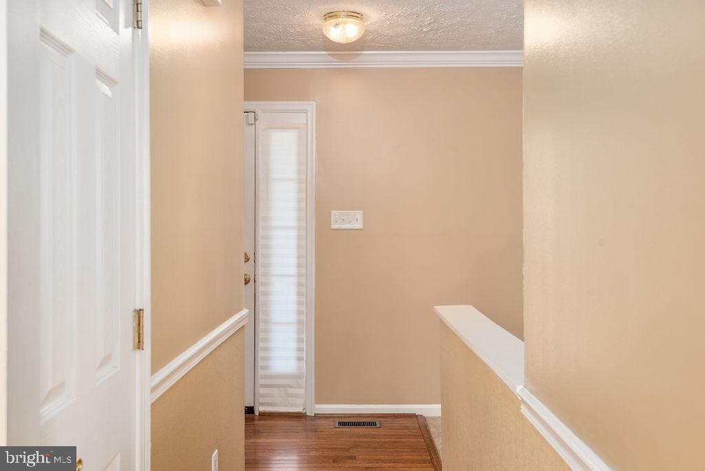 Foyer hardwood flooring - 13 HARRY CT, STAFFORD