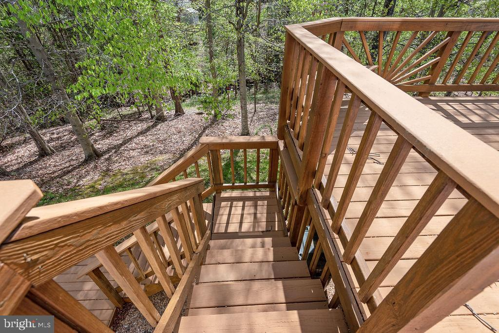 Stairs from deck to backyard - 13 HARRY CT, STAFFORD