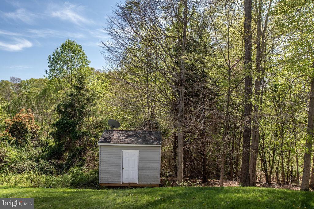 Backyard/shed conveys - 13 HARRY CT, STAFFORD