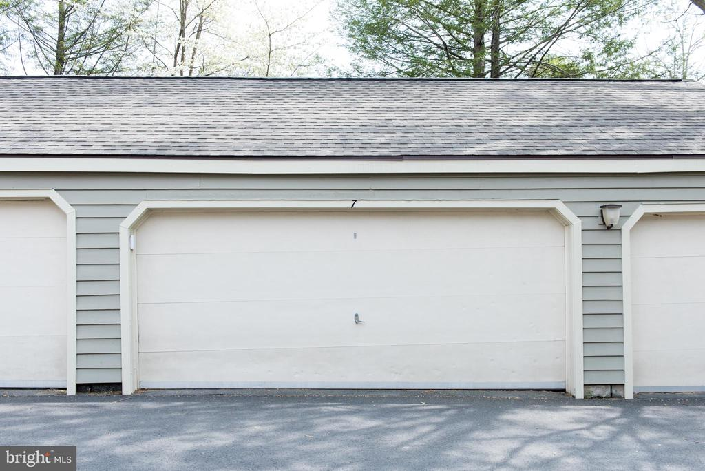 Sought after garage parking in Reston - 11114 HARBOR CT, RESTON