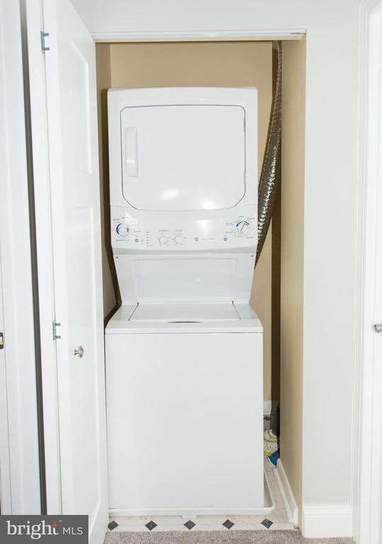 Convenient upper level laundry - 11114 HARBOR CT, RESTON